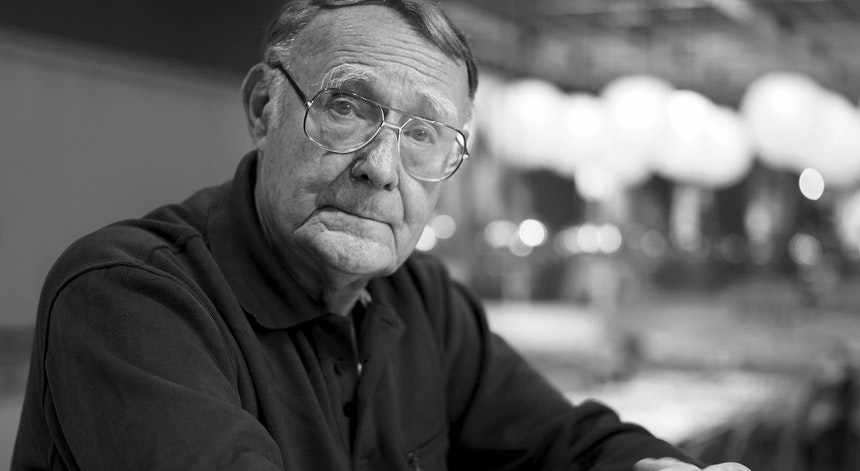 Conheça a história do fundador do Ikea, que faleceu neste domingo