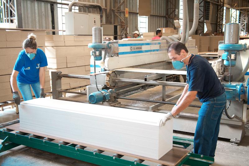 IBGE: Produção industrial sobe 0,2% em setembro